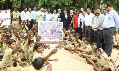 Students make 20,000 seed balls at Dalmiapuram